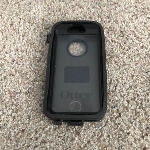 Black Otter box phone case for Apple 5 phone